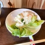 立呑 稼鶏酒場 - ポテサラはレタス付きなのがいいですね