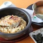 松魚亭 - のど黒石焼きご飯(1杯目)