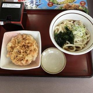 山田うどん 七里店 - 冷やし天ぷらうどん。 税込410円。 美味し。