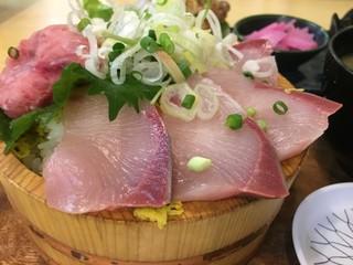 タカマル鮮魚店 4号店 - イナダ刺身