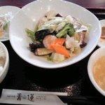 健康中華庵 青蓮 - 海鮮野菜炒め