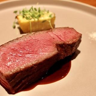 選べるメインディッシュを…。お肉の新たな一面に出逢う――。