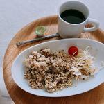 豊島美術館カフェ - オリーブライスとコーヒー