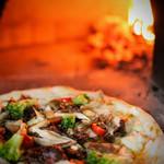 Pizzeria&Café PEPE - カルネフンギ(和牛ときのこのピザ)甘酸っぱいぶどうソース