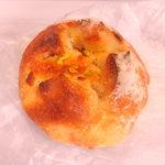 89905392 - フルーツ丸型パン