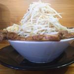 麺屋 とん嬉 - 料理写真:とん嬉チャーシュー麺(1,150円)これでヤサイ普通