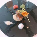 ベネッセハウス テラスレストラン 海の星 - 鰹のマリネ&ナスのピューレ 林檎&生姜のエスプーマと共に