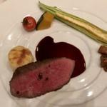 ベネッセハウス テラスレストラン 海の星 - 牛のランプ肉のポワレ