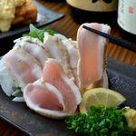 淡路島 旬彩 ユラリユラ - 料理写真:鶏のたたきはあっさりポン酢で。