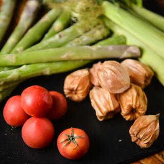 旬の野菜、鮮魚の旨味に酔いしれる…。五感で愛でる季節の食材