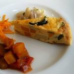 ヴィーノヴィーノ - 前菜盛り合わせ,素敵です。 白いんげん豆とミミガーのマリネサラダなど。