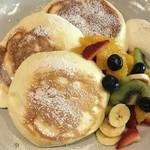 cafe 多聞 - フルーツのパンケーキ