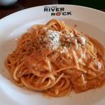 グリルカフェ RIVER ROCK - 料理写真:ロックセットB(1480円) ピリ辛トマトのカルボナーラ