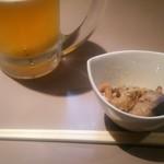 けんさん - 料理写真:さぁ、スタートです。と言いつつ、ビールは既に口を着けてます。