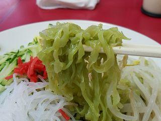 博多天神 新宿西口店 - クロレラ入りの翡翠麺