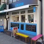LECKER - 店舗前ベンチ