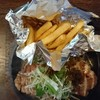 モンキー・ダイナー - 料理写真:お肉、あんまり見えないけど沢山盛ってあります。焦げ目はなく、でもエッジの利いた美味しいステーキでした。