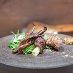 南方中華料理 南三 - 料理写真:羊肉のウイグルソーセージ 豚の大腸のパリパリ揚げ 鴨の舌のスモーク