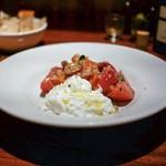 ボッテガ - ☆完熟トマト、ブラッターチーズ、柑橘のサラダ 2160円