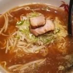 89928575 - 鯛だし醤油ラーメンです、、この鯛だし醤油ラーメンのスープは本当にうーまーいーぞー!