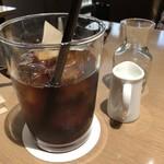 カフェ&ブックス ビブリオテーク - ドリンクは選べますので「アイスコーヒー」を。薄めです。
