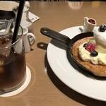 カフェ&ブックス ビブリオテーク - ◆スキレットパンケーキとアイスコーヒー