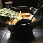 89929814 - 細麺ラーメン(780円) + 味玉(100円)