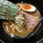 89929836 - 細麺ラーメン(780円) + 味玉(100円)