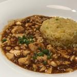 Shisenhanten - ◆飯(四川飯店・菅シェフ)・・僕の麻婆チャーハン 四川飯店と言えば「麻婆豆腐」ですよね。 これまで白飯と共に頂いていたのですが、炒飯も合いますし美味しい。