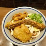門左衛門 麺・串 - 注文したのは「冷やし鶏天ちくわうどん」480円。