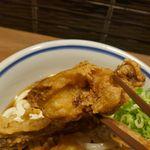 門左衛門 麺・串 - 鶏天は衣はカリカリ、中の鶏肉は熱々でジューシーさ満点!