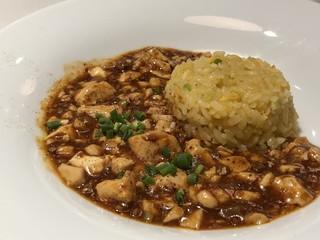 四川飯店 博多 - ◆飯(四川飯店・菅シェフ)・・僕の麻婆チャーハン 四川飯店と言えば「麻婆豆腐」ですよね。 これまで白飯と共に頂いていたのですが、炒飯も合いますし美味しい。
