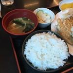 89931495 - ご飯・味噌汁・小鉢