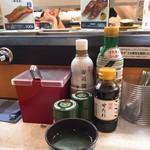 89936540 - 娘が入れてくれたお茶♡美味しい(´ω`)                       向かい側のひと、お悩みの表情。
