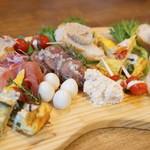 ゴードバル - 料理写真:前菜盛りだけでも感動