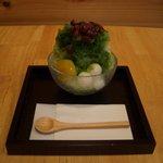山口妙香園 - 宇治金時:濃い抹茶をかけたカキ氷に白玉、あんこ、栗をトッピング。+50円でミルクかけもできます。
