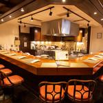 神戸旬膳K's Kitchen - フルオープンキッチンのカウンター席のみ