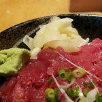 板前寿司 - 奥にガリとわさび
