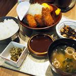 音音 - 広島県産牡蠣フライごはん