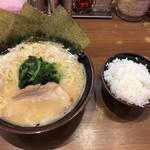 Ittouya - ラーメン(700円)