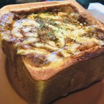 Kissamadoragu - 熱々、カレーはマイルド。チーズトロ〜リ、パンはカリカリ。(^ ^)