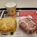 マクドナルド - ハンバーガー、チーズバーガー、シェイクのカルピスです。(2018年7月)