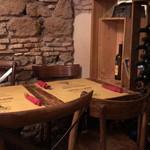 Cantina e Cucina - こちらは他のテーブル席。