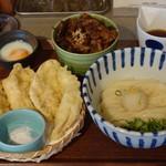 虹や - 近江鶏天ぶっかけ(1000円)ミニ牛すじ丼セット