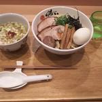 89962397 - 青唐辛子酸辣つけ麺900円+麺大盛り100円+特製トッピング300円