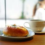 89962843 - ナポリタンパン (¥260)、ドリップコーヒー (¥400)