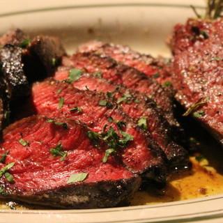 """炭火グリルで焼きあげた""""和牛の赤身ステーキ"""""""