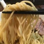 自家製麺 伊藤 - 肉そば中(焼豚4枚)850円の麺のアップ
