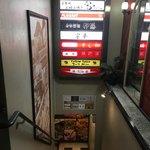 自家製麺 伊藤 - お店へと続く階段
