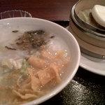 8997874 - 日替わりお粥+豚角煮饅セット。なんと(夜でも)800円。ぜひお試しを!